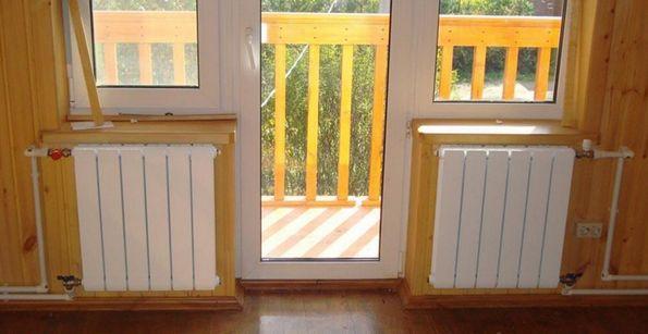 Радиаторы под окном