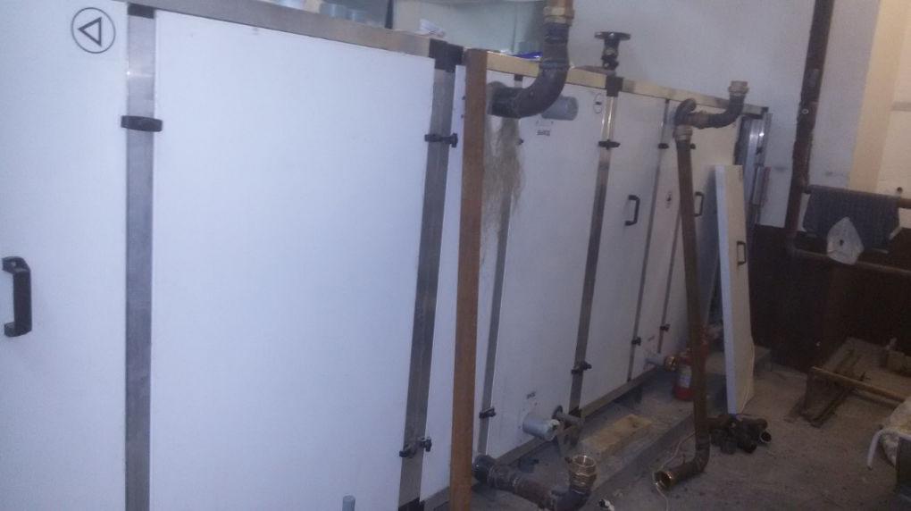 Для удобства ремонта и обслуживания соединения с патрубками калорифера должны быть разборными.