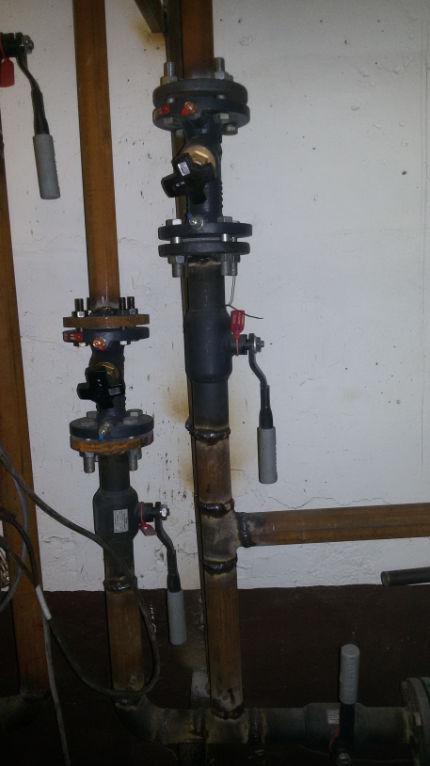 Привариваем запорную арматуру и устанавливаем балансировочные клапана.