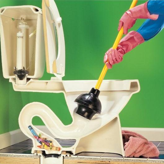 Вантуз для прочистка засора в унитазе.