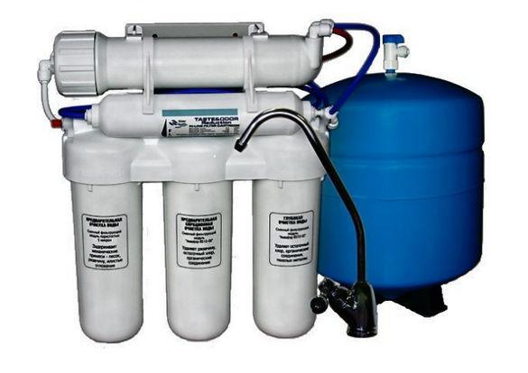 Фильтр для воды горизонтальной и вертикальной ориентации с накопительным баком.