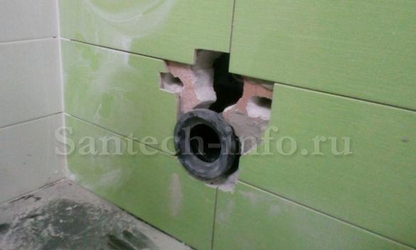 Патрубок для подключения подвесного унитаза к канализации.