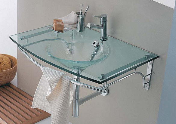 Раковина из стекла для ванной.