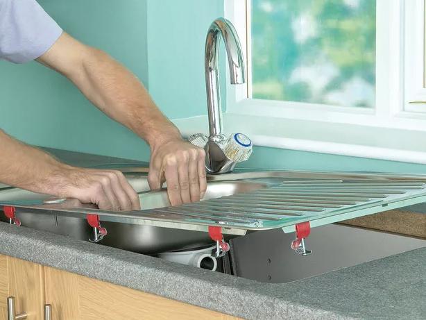 Как установить раковину на кухне правила монтажа врезных и отдельно-стоящих моделей