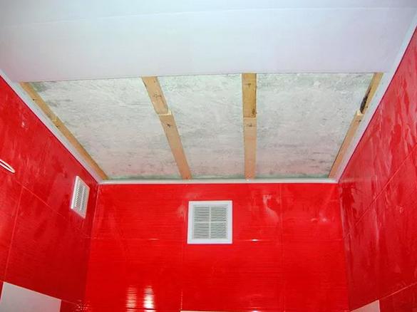 ПВХ потолок в ванной