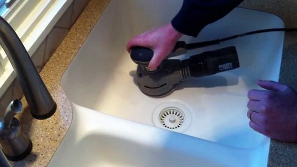 Устранение царапин на мойке из искусственного камня.